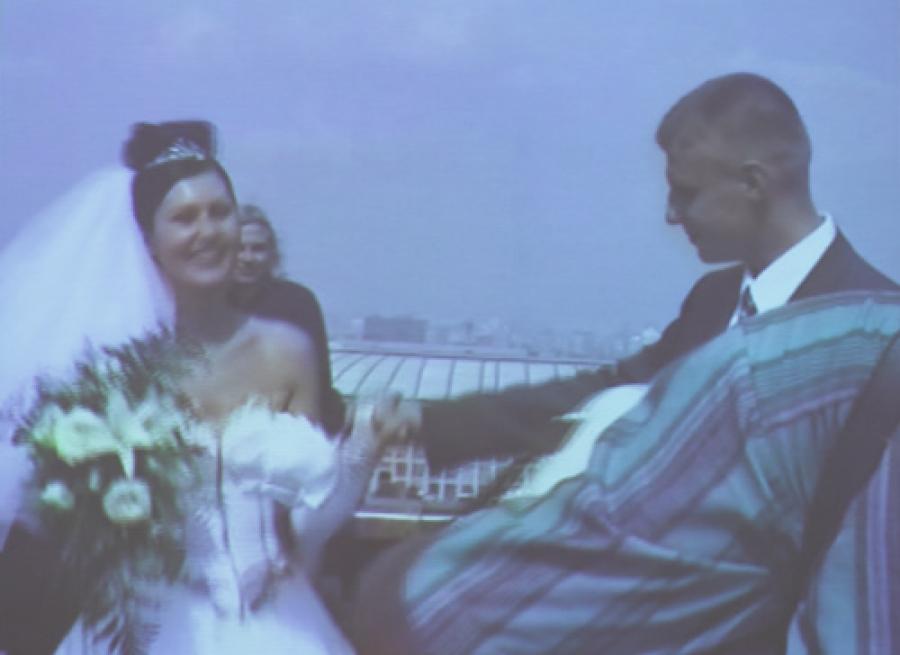 «Happy End» (2001) Людмилы Горловой, кадр видеоинсталляции.