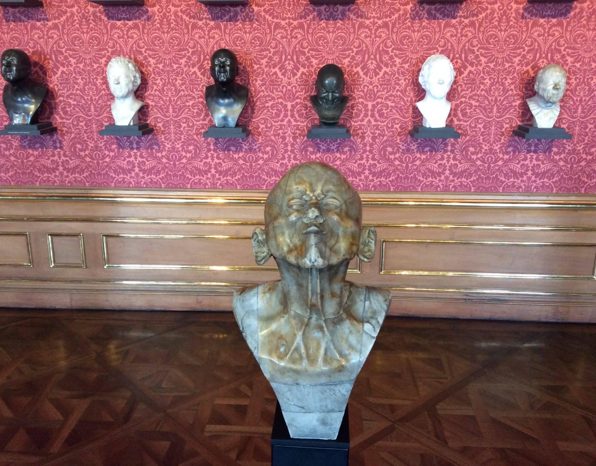 Бельведер вена скульптуры мессершмидта