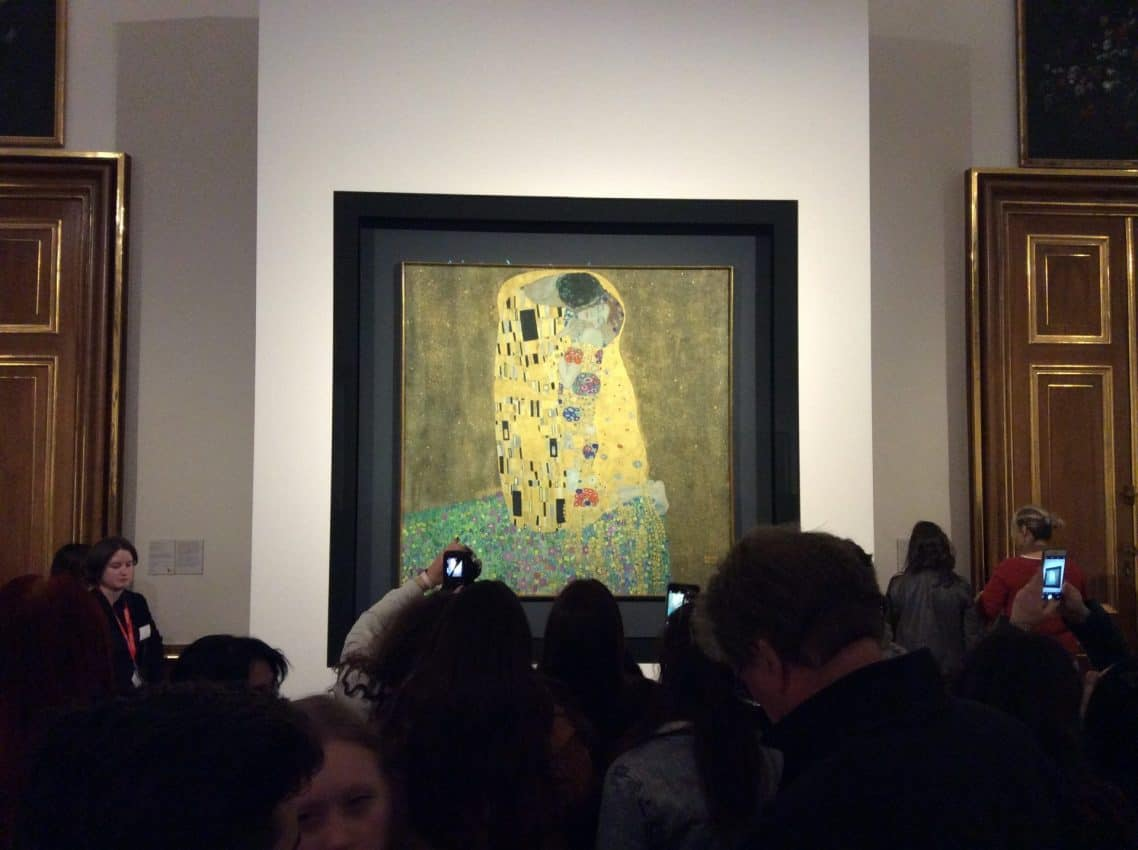 "Spectators in the hall with Gustav Klimt's ""Kiss"" in the Upper Belvedere. Photo by Artwithme. e.U., 2019"