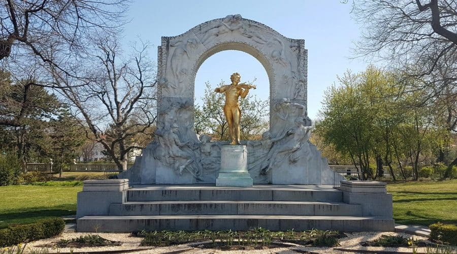 The monument to Strauss in Stadtpark. The object of the tour of Ugly Vienna. Photo: Art with me! e.U., 2019
