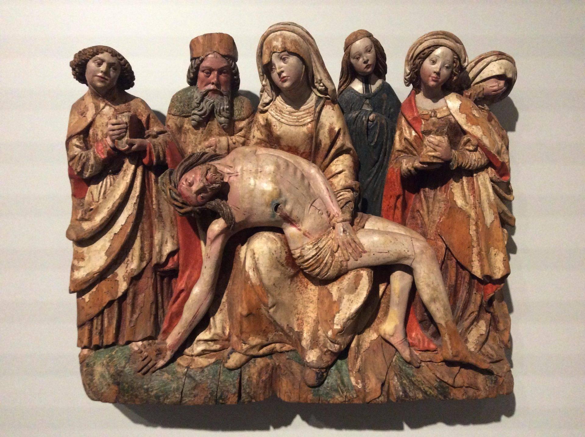 Деревянная скульптура в музее собора святого Стефана. Фото Юлии Абрамовой, 2018