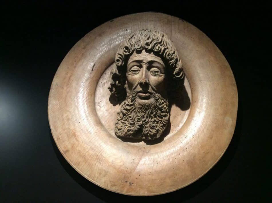 """Dish with the Head of John the Baptist"" (wood, ca. 1500) at the Lower Belvedere. Photo: Art with me e.U., 2019"