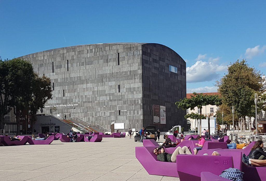 Здание Музея современного искусства в Музейном квартале. Фото Юлии Абрамовой, 2020