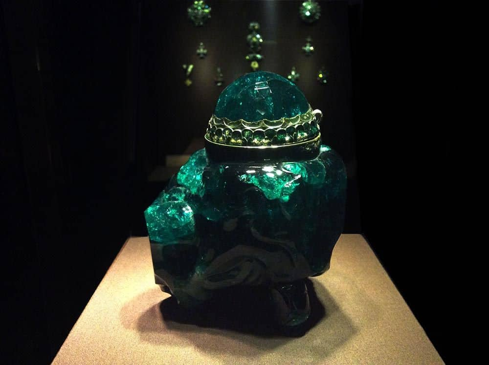 A vessel of giant emerald in the Imperial Treasury. 2680 carats. Work by Dionisio Miseroni in the Imperial Treasury, 1641. Photo: Art with me! e.U., 2019.